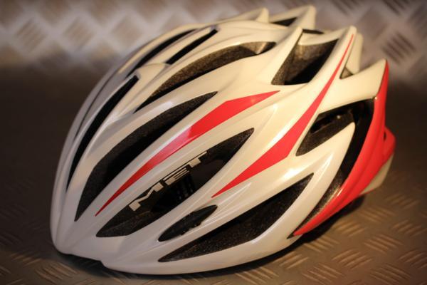 ロードバイクのヘルメットはレベルの高い性能が求められる