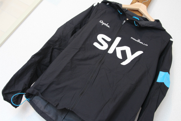 %e3%82%a6%e3%82%a7%e3%82%a2-rapha-spray-jacket-%e3%83%96%e3%83%a9%e3%83%83%e3%82%af-team-sky-%c2%a55800%e5%86%86