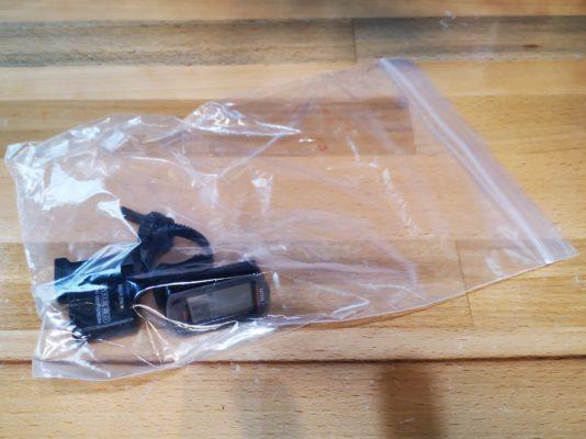 サイコンの梱包方法 ※万が一、マグネットやセンサーなど付属品多々ある場合は、予めジップ袋やビニール袋で一纏めにしておいてください。紛失による欠品があるとお値段が下がってしまいます。