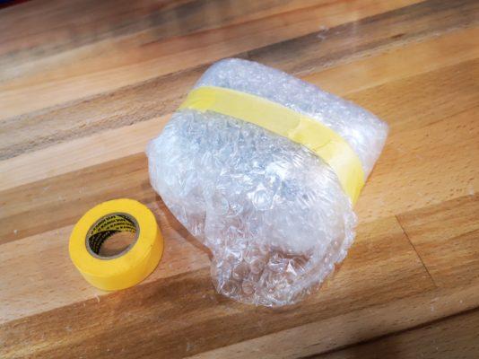 サイコンの梱包方法 ②マスキングテープやガムテープなどでしっかりと留めてください。<br>以上で梱包は完了です。ほかの商品と一緒に箱詰めを行ってください。